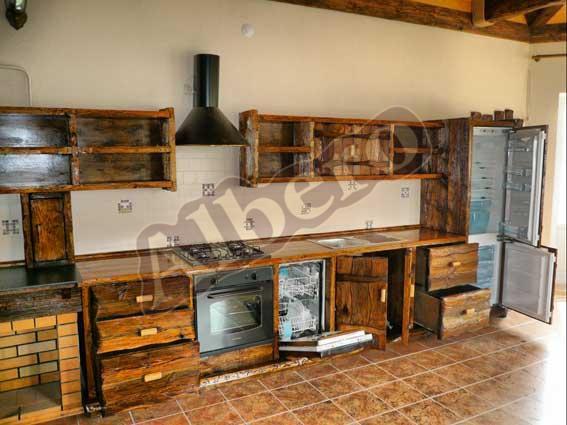 Кухонный гарнитур из массива. Артикул: веб-00007