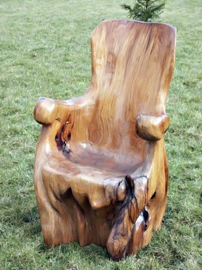 Кресло из цельного куска дерева.