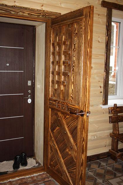 Дверь из массива атмосферостойкая
